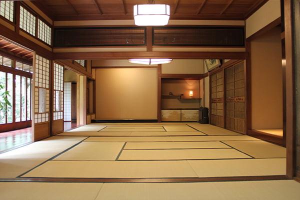 和室(床の間にむかって)
